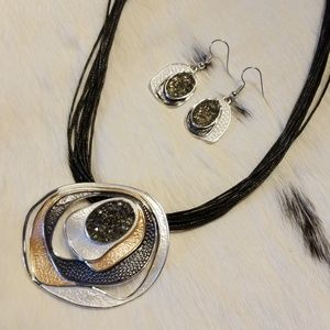 Jewelry - Gorgeous druzy necklace and earrings